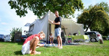 Nicht erst seit Corona im Trend: Wie wäre es in diesemJahr mal mit Camping-Urlaub für ganze Familie?