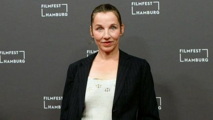 """""""Tatort""""-Star Meret Becker ist eine der Schauspieler*innen, die ihren Beitrag entfernen ließen. (stk/spot)"""