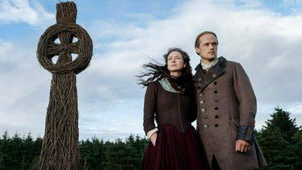 """Caitriona Balfe und Sam Heughan spielen die Hauptrollen in der Erfolgsserie """"Outlander"""", die auf Diana Gabaldons Highland-Saga basiert. (obr/spot)"""