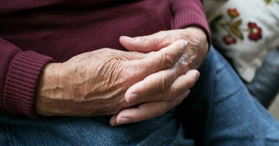 Viele ältere Menschen mit Demenz haben rechtliche Betreuerinnen oder Betreuer, die etwa die Finanzen für sie regeln.