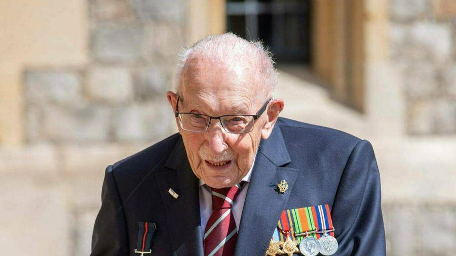 Captain Sir Tom Moore mit seinem von Königin Elisabeth II. verliehenen Ritterorden. (dr/spot)