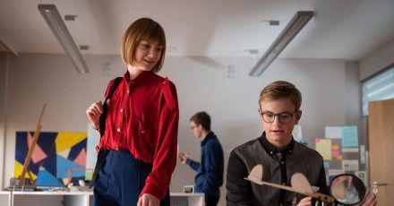 In der 1000. Folge will Flora (Carla Hüttermann) Frieden mit Moritz (Marc Elflein) schließen.