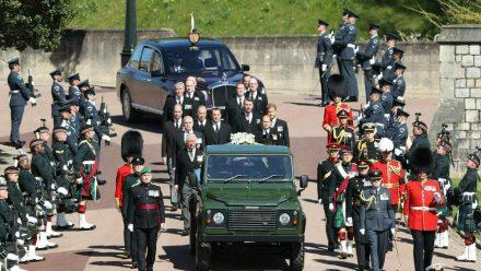 Die Prozession vor der Trauerfeier für Prinz Philip (wue/spot)