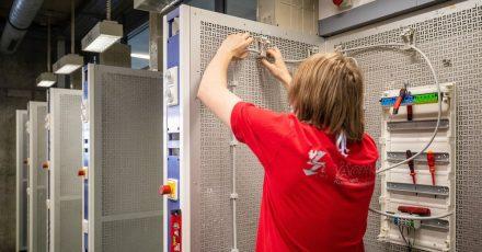 Das Elektrohandwerk wird stark von der Digitalisierung beeinflusst. Deswegen gibt es ab August modernisierte Ausbildungsinhalte.