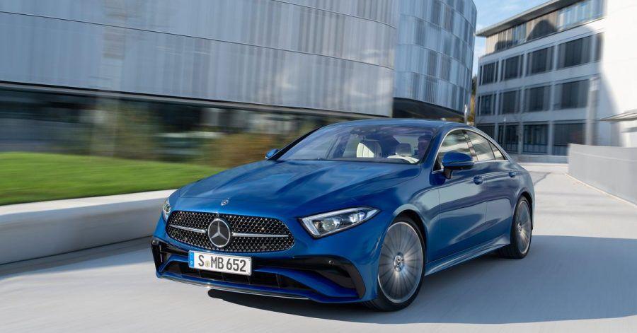 Modellgepflegt in den Sommer: Mercedes frischt sein viertüriges Coupé CLS auf.