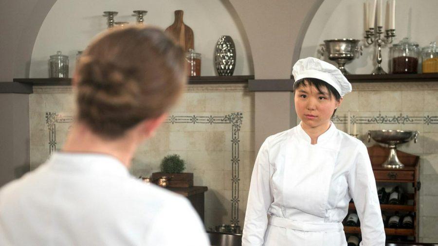 """""""Rote Rosen"""": Ellen (r.) eckt bei Carla mit ihrem Befehlston an (cg/spot)"""