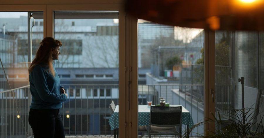 Lucie in einer Szene der ZDF-Doku «37 Grad: Wisch und weg - Wie man sich heute findet und verpasst».