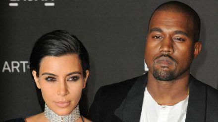 Kim Kardashian und Kanye West wenige Monate nach ihrer Hochzeit im Jahr 2014 (wue/spot)