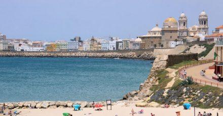 Strand in Cádiz: Die Stadt amMeer ist eine wahre Perle amAtlantik.