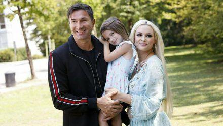 Glückliche Familie: Daniela Katzenberger mit Töchterchen Sophia und Ehemann Lucas Cordalis (rto/spot)