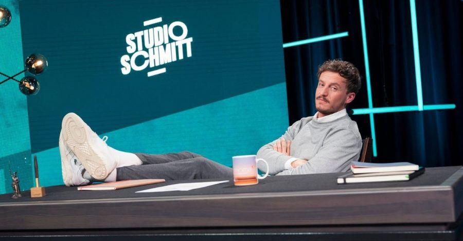 "Tommi Schmitt bei der ersten Folge seiner Late Night Show ""Studio Schmitt"""