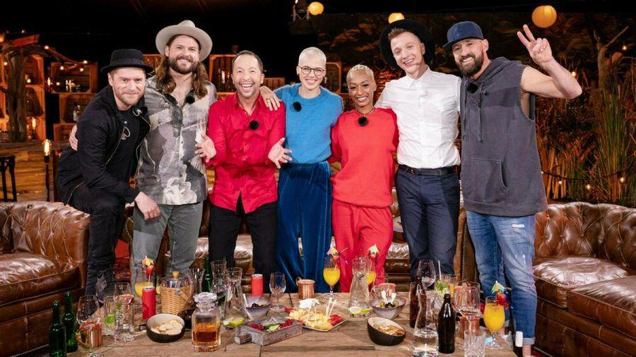 Gastgeber Johannes Oerding, Ian Hooper, DJ BoBo, Stefanie Heinzmann, Nura, Joris und Gentleman (v. li.) sind die Künstler der achten Staffel. (jru/spot)