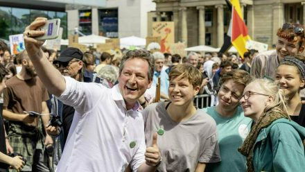 Comedian Eckart von Hirschhauen ist Unterstützer von Fridays For Future. (elm/spot)