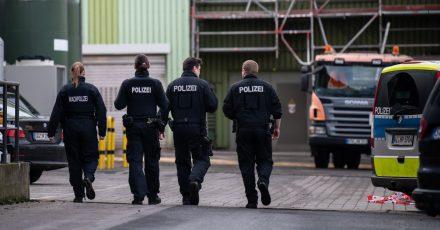 Im Rhein-Main-Deponiepark suchten die Ermittler in verbrannten Müllresten nach der Leiche einer Frau.