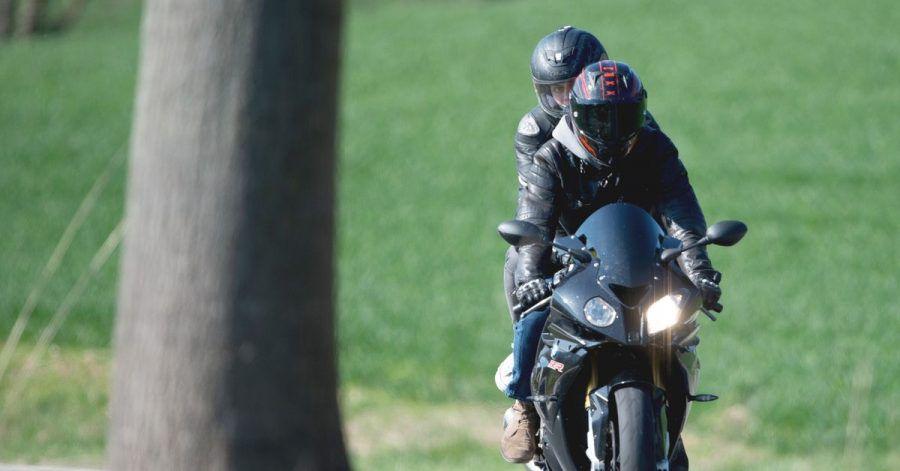 Flottes Doppel: Um das Motorrad sicher zu zweit genießen zu können, braucht es etwas Übung und Teamarbeit.