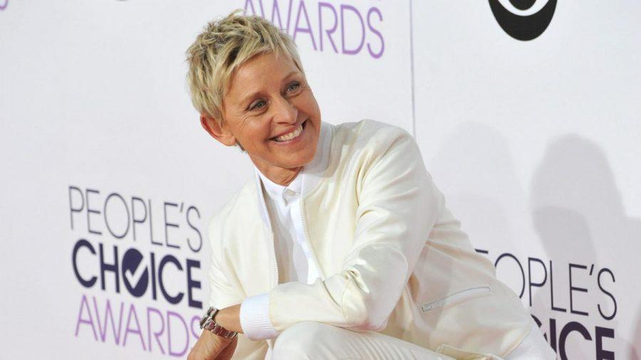 Ellen DeGeneres 2015 auf dem roten Teppich in Los Angeles (mia/spot)