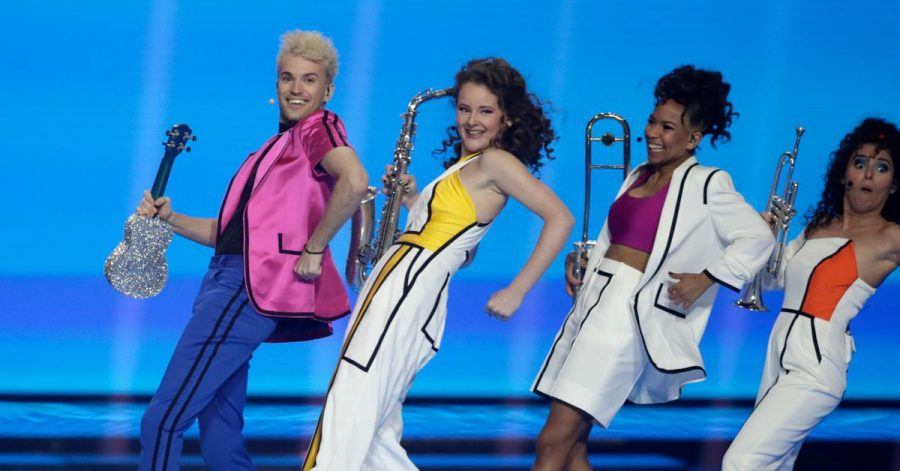 """Jendrik aus Deutschland singt """"I Don't Feel Hate"""" beim großen Finale des Eurovision Song Contest (ESC) in der Ahoy-Arena."""