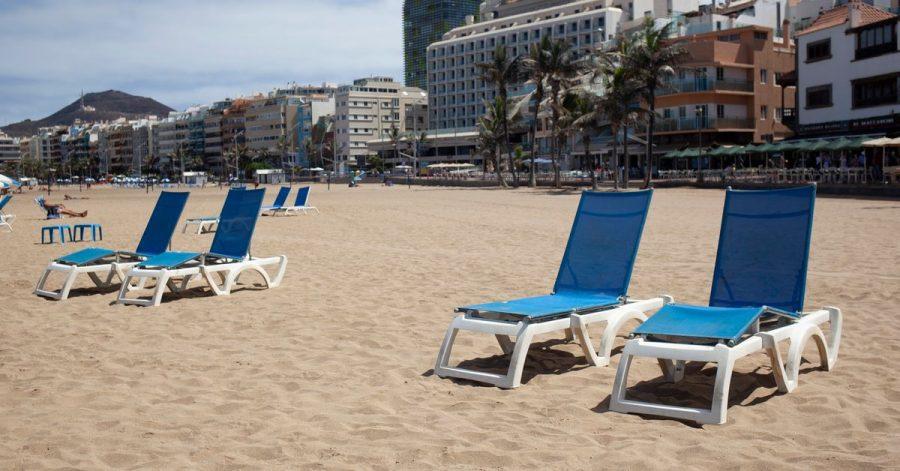Die Liegestühle am Strand bleiben leer - und mit den falschen Versicherungen auch die Taschen der Daheimgebliebenen.