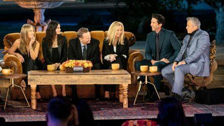 """""""Friends""""-Special mit (v.l.): Jennifer Aniston, Courteney Cox, Matthew Perry, Lisa Kudrow, David Schwimmer und Matt LeBlanc wieder vereint. (ili/spot)"""