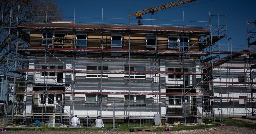 Trotz genehmigter Bauvorhaben: Die Fertigstellung von immer mehr Wohnungen lässt auf sich warten.