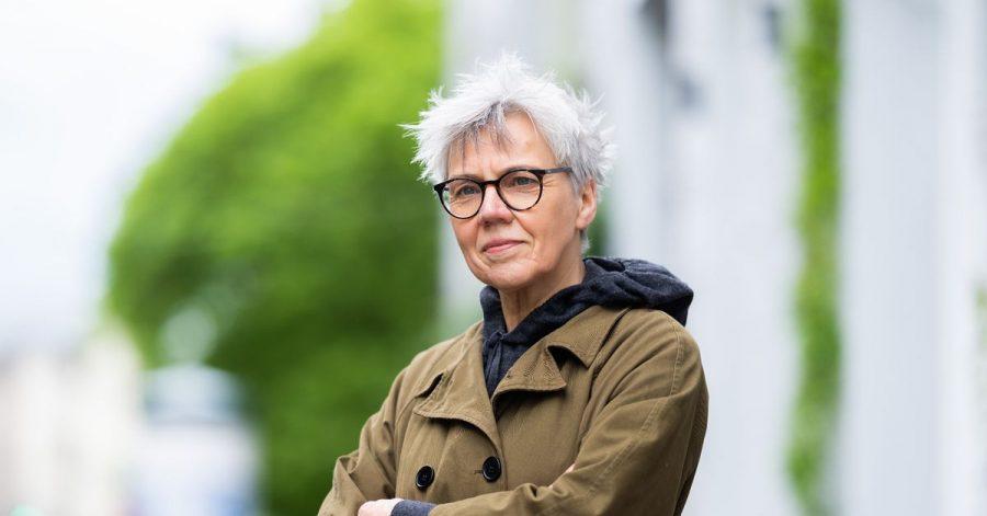Die Autorin und Übersetzerin Esther Kinsky wurde mit dem Erich-Fried-Preis 2021 ausgezeichnet.