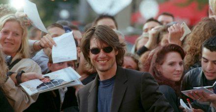 Der «Mission Impossible»-Star Tom Cruise nimmt ein Bad in der Menge (2000).