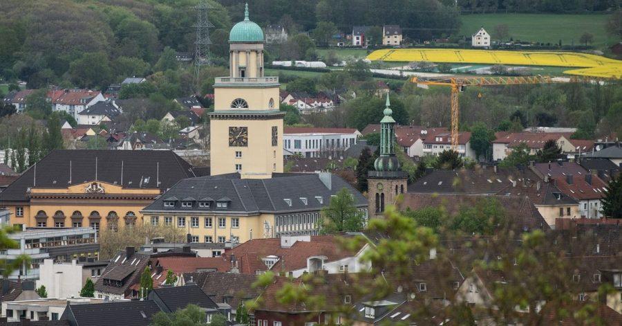 Eine Studie hat die Grundsteuer in den 100 größten deutschen Städten beleuchtet. Witten ist die Kommune, wo Haus- und Wohnungseigentümer und auch Mieter, bei denen die Grundsteuer auf die Miete umgelegt wird, am meisten zahlen.