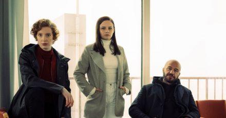 Jasna Fritzi Bauer (Mitte) ist die neue Kommissarin im «Tatort» aus Bremen. Sie ermittelt zusammen mit Linda Selb (Luise Wolfram und Mads Andersen (Dar Salim).