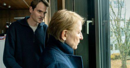 Felix Voss (Fabian Hinrichs) und Paula Ringelhahn (Dagmar Manzel) sind bestürzt über die aktuellen Entwicklungen.