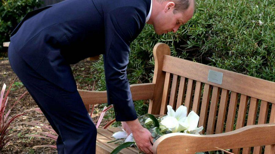 Prinz William legte einen Blumenkranz nieder. (jom/spot)