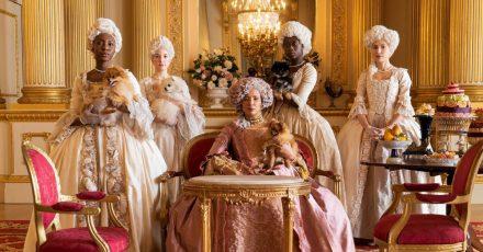 Golda Rosheuvel (M) als Königin Charlotte in einer Szene der Serie «Bridgerton».