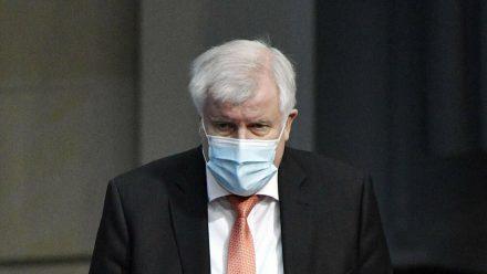 Bundesinnenminister Horst Seehofer hat sich mit dem Coronavirus infiziert. (ili/spot)