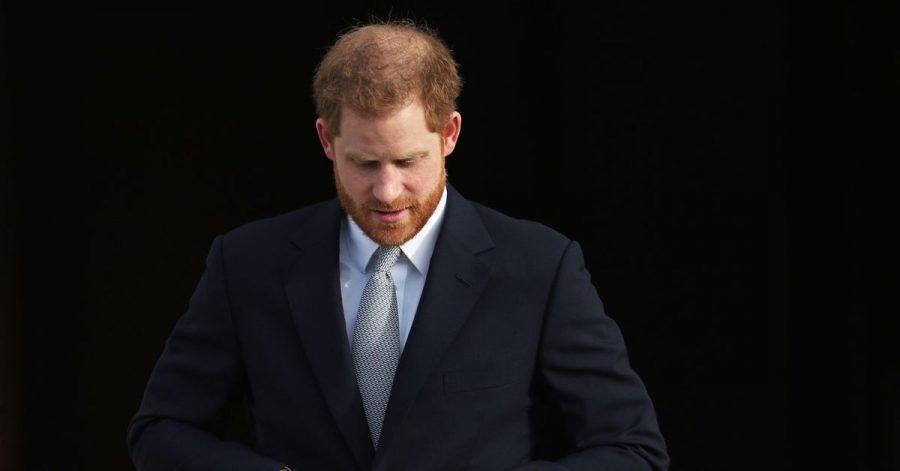 Prinz Harry gießt weiter Öl ins Feuer.