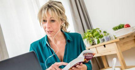 Wer eine neue Sprache lernen will, braucht dafür keine Sprachschule im Ausland - über Online-Unterricht kann man sich mit Muttersprachlern vernetzen.