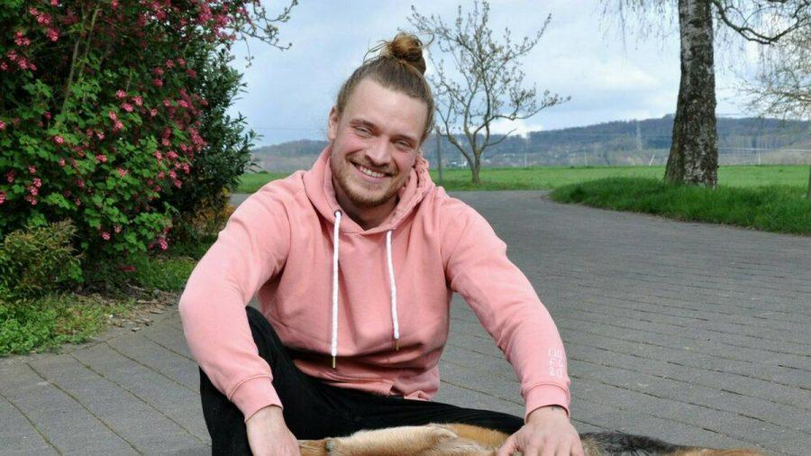 Bauer Björn wohnt im Westerwald auf dem Pferdehof seiner Familie. (aha/spot)