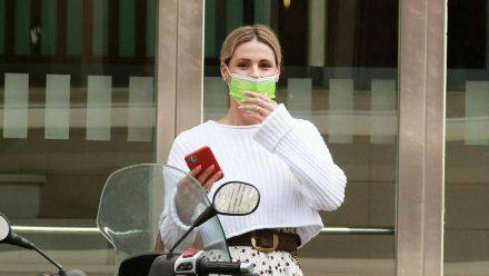 Michelle Hunziker vor wenigen Wochen im April 2021 mit Atemschutzmaske. (dr/spot)