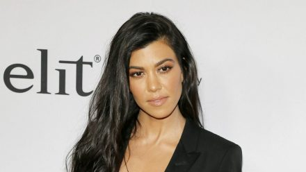 Kourtney Kardashian kann offenbar passabel mit Tätowiernadeln umgehen. (wag/spot)