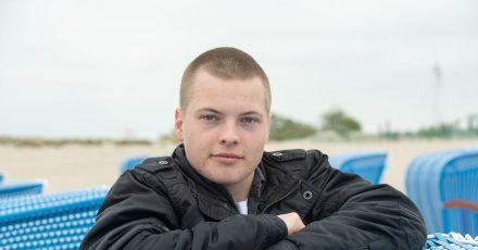 Gabriel Kelly, der Sohn von Angelo Kelly,  am Strand von Warnemünde an der Ostsee.