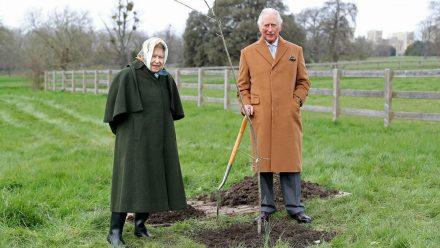 Begnadete Gärtner: Queen Elizabeth II. und Prinz Charles (rto/spot)