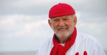 Jürgen Gosch, Inhaber der nach ihm benannten Handels- und Restaurantkette Gosch, am Lister Hafen auf Sylt.