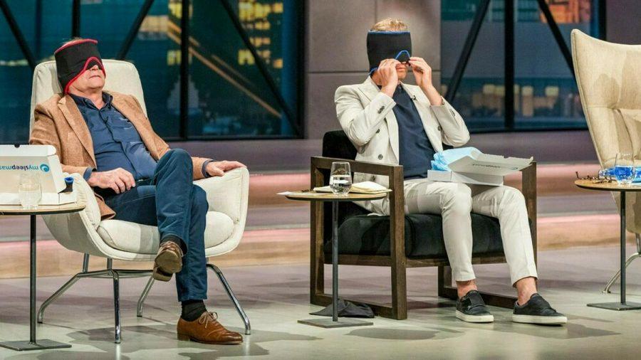 """Georg Kofler (l.) und Nico Rosberg unterziehen die """"mysleepmask"""" dem Praxistest. (wag/spot)"""