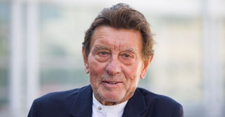 Helmut Jahn, weltbekannter Architekt aus Chicago mit deutschen Wurzeln, im Jahr 2019 bei einem Auftritt inFrankfurt.
