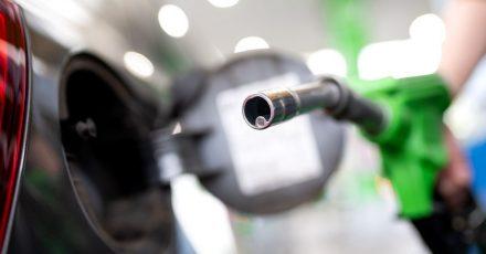 Der Benzinpreis für ein Liter der Sorte Super E10 liegt derzeit bei 1,484 Euro.