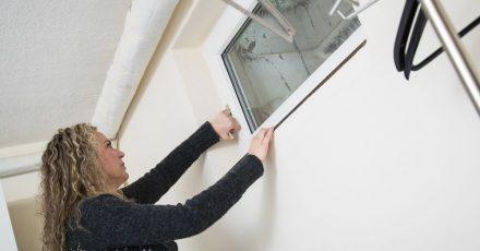 Eine erste, einfache Maßnahme: Ausreichendes Lüften kann helfen, die Radonbelastung zu vermindern.