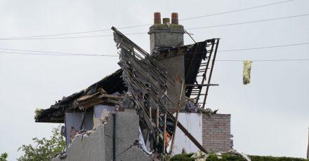 Ein zerstörtes Haus nach einer mutmaßlichen Gasexplosion in der Ortschaft Heysham nahe Lancaster.