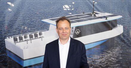 Als Geschäftsführer der Oderhaff-Reederei Peters will Kay Peters ab Spätsommer 2021 eine Elektro-Solar-Fähre zwischen Kamp und Karnin verkehren lassen.