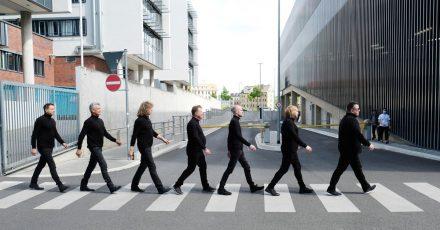 Abbey Road in Leipzig:Mathias Dietrich (l-r), Jens Sembdner, Alexander Zieme Henri Schmidt, Wolfgang Lenk, Tobias Künzel und Sebastian Krumbiegel sind Die Prinzen.