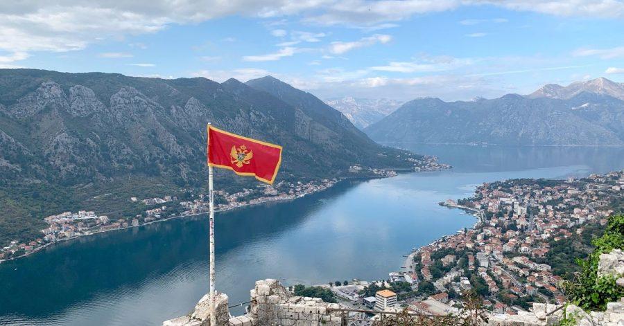 Wer hinauf zu Festungsruine stapft, wird mit einem tollen Fernblick auf die Bucht von Kotor belohnt.