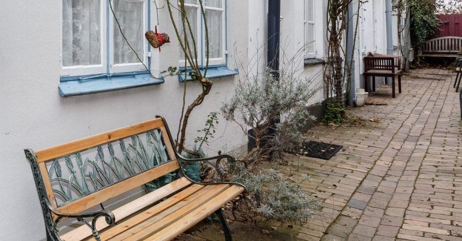 Wenn ein Ferienhaus dauerhaft bewohnt wird, obwohl dies rechtlich untersagt war, müssen für die Immobilie Einkommensteuern gezahlt werden.
