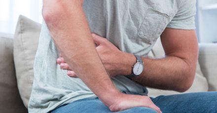 Bauch und Psyche hängen eng zusammen: Dauerstress kann zum Beispiel zu einer gestörten Verdauung führen.
